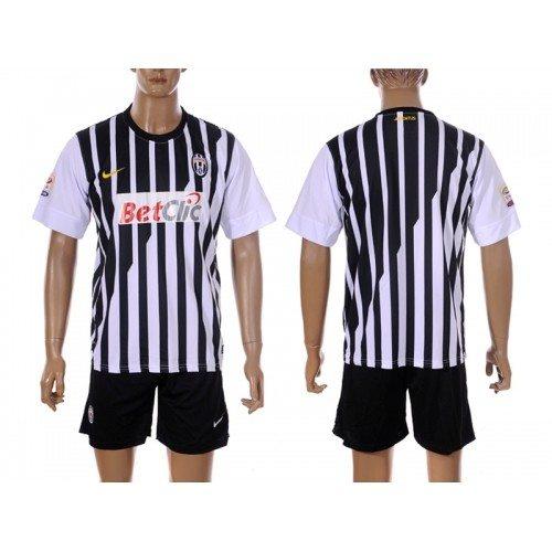 Nuove maglie Juventus 2011-2012: le foto. Ma ai tifosi non piacciono