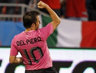 Juventus – Roma: i bianconeri festeggiano il gol di Del Piero, Totti tenta il gol a gioco fermo – video