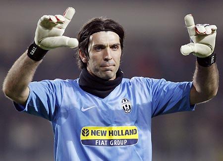 """Buffon: """"Gioco ancora 3-4 anni. Ultimo anno di Del Piero alla Juve? Non è detto…"""""""