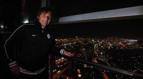 [Video] La Juventus sul tetto del Mondo: Conte e il suo team sul grattacielo Burj Khalifa