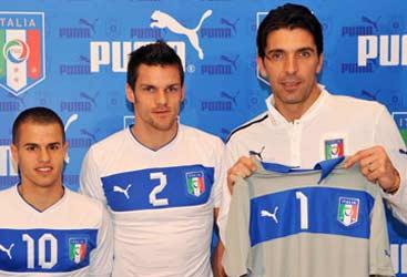 Presentata ufficialmente la nuova seconda maglia dell'Italia