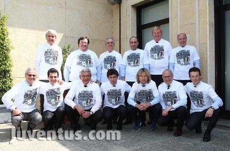 Juventus, il Cda approva i risultati al 31 marzo e posa con la maglia dello scudetto