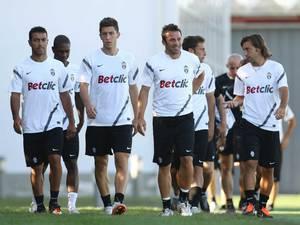 Verso Cagliari – Juventus i bianconeri lavorano a porte chiuse, torna il 4-3-3?