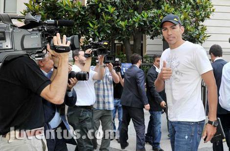 Visite mediche per Lucio alla Juventus, pomeriggio firma e presentazione