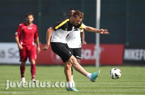 Amichevole Juventus-Lumezzane 3-2: in gol Caceres e Bendtner (doppietta)