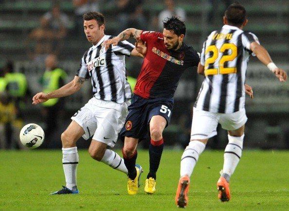 Cagliari's Cilean forward Mauricio Ricar