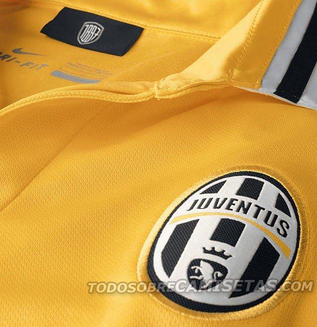 Juventus-2013-2014-away-3