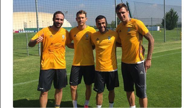 Juventus - Higuain - Lichtsteiner - Mandzukic - Dani Alves